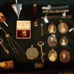 Kuriosa... alt det sjove: tårefængere, miniaturer, parfumeflakon´er, nålepuder og meget, meget andet.