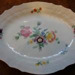 Så smukt kan det gøres! Kongelig Porcelæn, når det er bedst. Et dejligt og anvendeligt fad til brug eller til pynt. Størrelse 36x29 cm, fremstillet ca. 1850-70