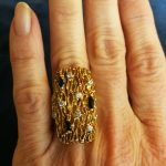 18 karat guldring med brillanter og safirer