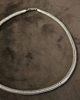 Flettet sølvhalskæde