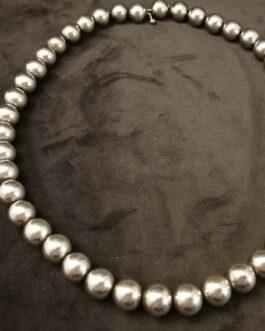 Antik halskæde med perler af sølv