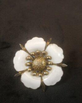 Blomsterformet broche